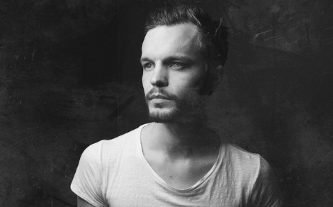 "LISTEN: ""Rivers"" by The Tallest Man On Earth"